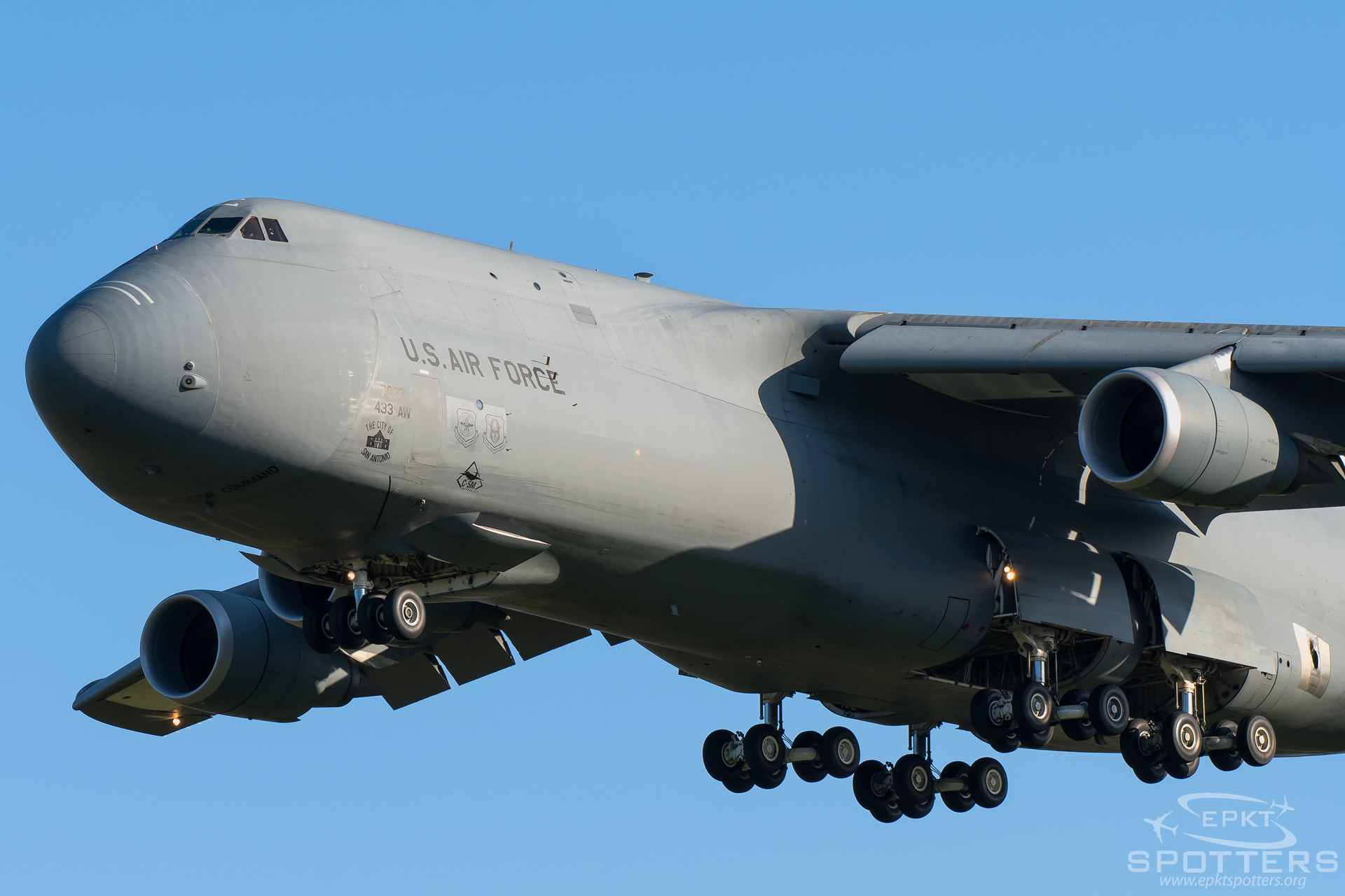87-0027 - Lockheed C-5 M (United States - US Air Force (USAF)) / Leos Janacek Airport - Ostrava Czech Republic [LKMT/OSR]