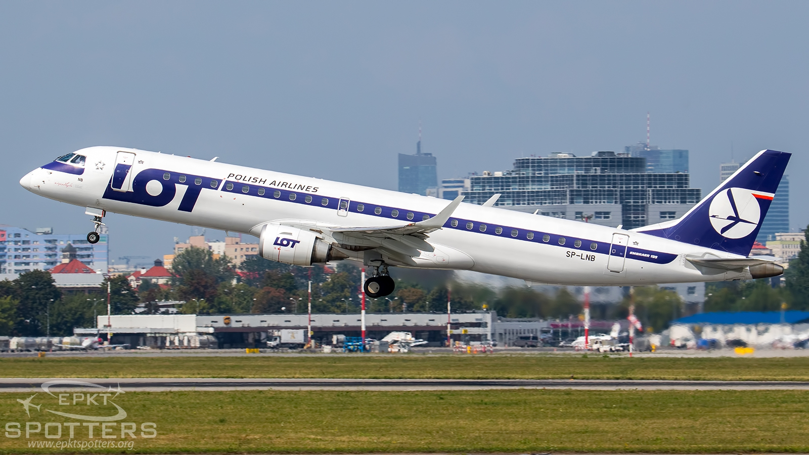 SP-LNB - Embraer 190 -200LR (LOT Polish Airlines) / Chopin / Okecie - Warsaw Poland [EPWA/WAW]