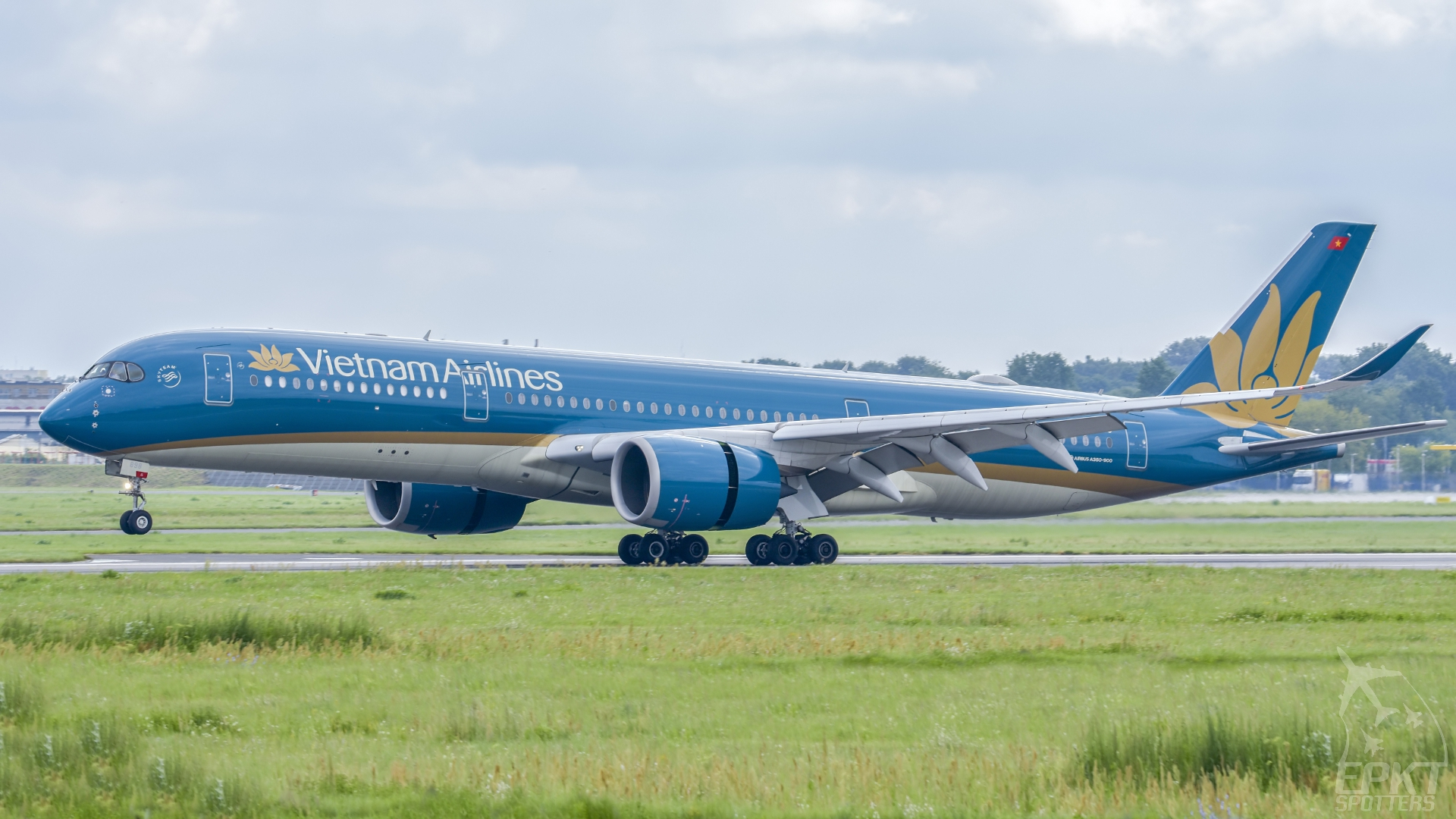 VN-A898 - Airbus A350- -941 (Vietnam Airlines) / Chopin / Okecie - Warsaw Poland [EPWA/WAW]