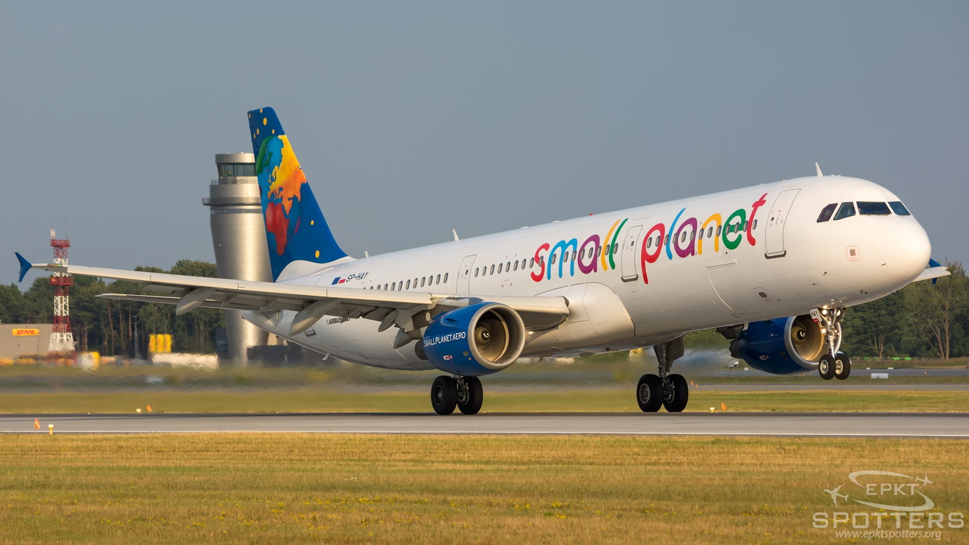 SP-HAY - Airbus 321 -211 (Small Planet Airlines) / Pyrzowice - Katowice Poland [EPKT/KTW]